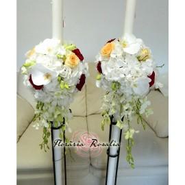 Lumanari hortensii albe, trandafiri si orhidee