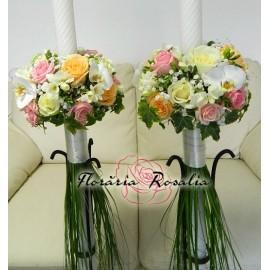 Lumanari cu 15 trandafiri, frezii si orhidee