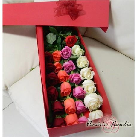 25 trandafiri multicolori in cutie