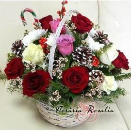 Cosulet Craciun cu 15 trandafiri