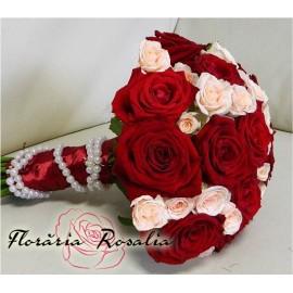Buchet trandafiri cu minirose