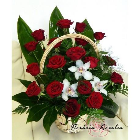 Cos 3 orhidee si  trandafiri rosii