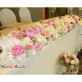 Aranjament cu hortensii, bujori, trandafiri si miniroze