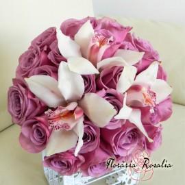 Buchet trandafiri lila si orhidee