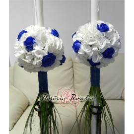 Lumanari cu hortensii albe si trandafiri albastri