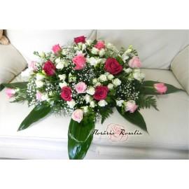 Aranjamente cu trandafiri, miniroze si frezii