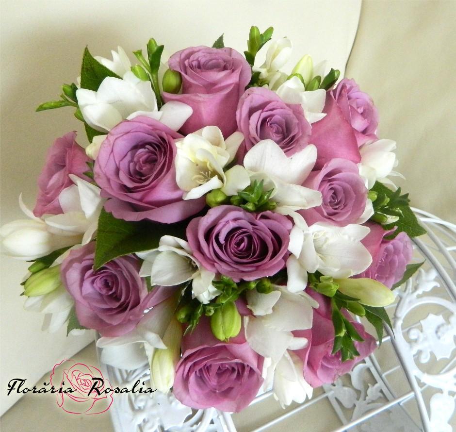 Buchet 11 Trandafiri Mov 10 Frezii