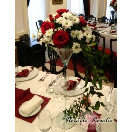 Aranjament cu trandafiri, miniroze si crizanteme