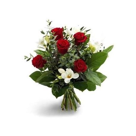 Buchet 5 trandafiri si 4 frezii
