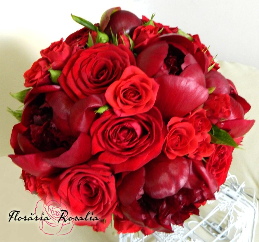Buchet Cu Bujori Rosii Si Trandafiri