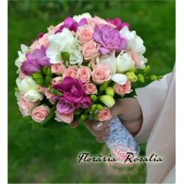 Buchet miniroze roz si frezii