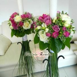 Lumanari trandafiri si frezii in nuante alb-lila