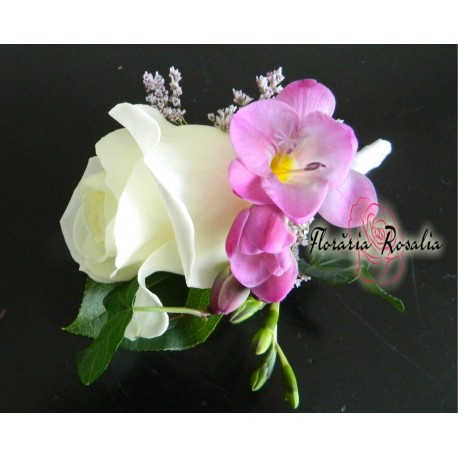 Cocarda cu trandafir si frezie