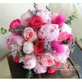 Buchet bujori si trandafiri in nuante de roz