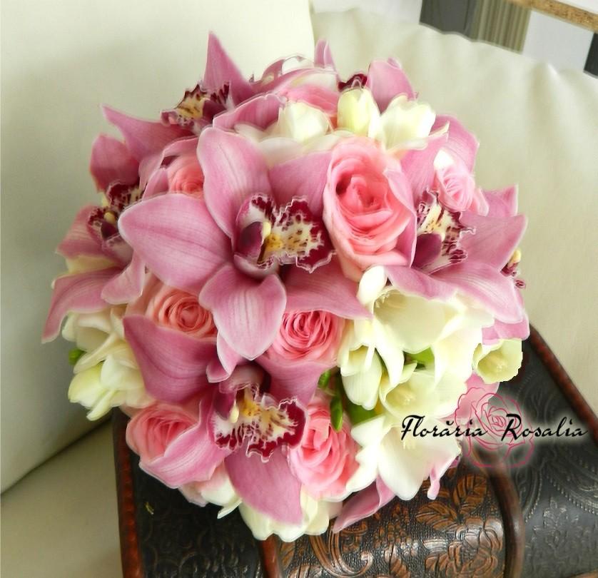 Buchet Cu Orhidee Si Trandafiri Roz Si Frezii Albe