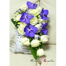 Buchet cu trandafiri si orhidee Vanda