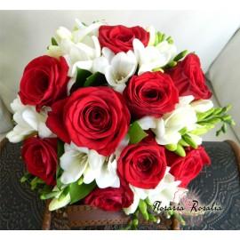 Buchet 9 trandafiri si frezii