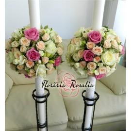 Lumanari cu  19 trandafiri , freziii si miniroze
