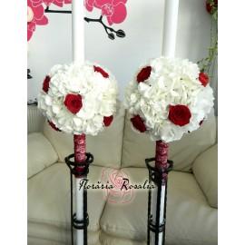 Lumanari cu hortensii albe si trandafiri rosii