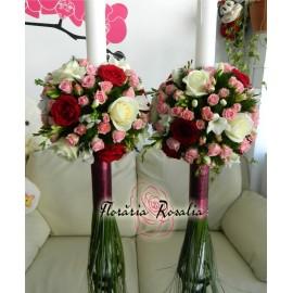 Lumanari cu trandafiri alb-rosii, miniroze, frezii
