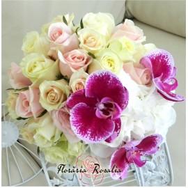 Buchet 25 trandafiri, hortensii, orhidee