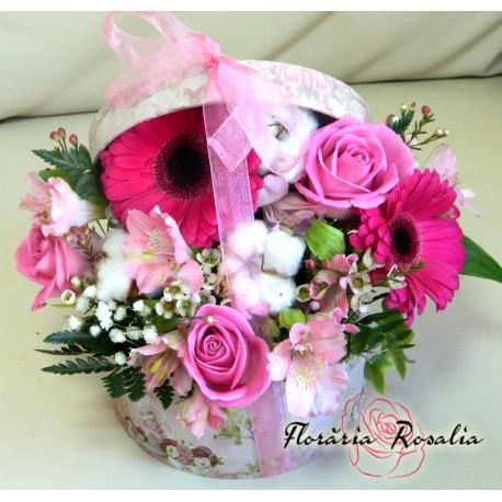Cutie rotunda cu flori roz