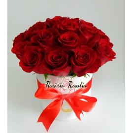 Cutie rotunda cu 19 trandafiri rosii