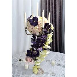 Aranjament pe sfesnic cu orhidee
