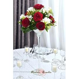 Aranjament pe cupa cu 9 trandafiri si frezii
