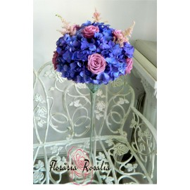 Arajament cu hortensii si trandafiri mov