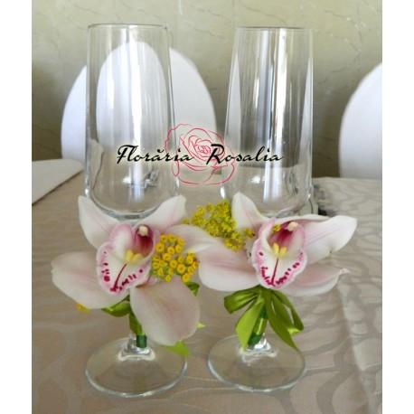 Pahare miri cu orhidee albe
