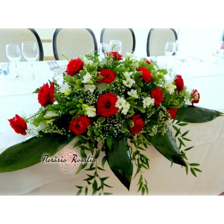 Aranjamente prezidiu cu trandafiri si frezii