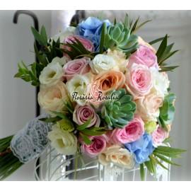 Buchet cu trandafiri, eustoma, suculente