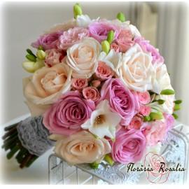 Buchet trandafiri, miniroze si freziii