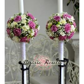 Lumanari sferice cu trandafiri lila si frezii
