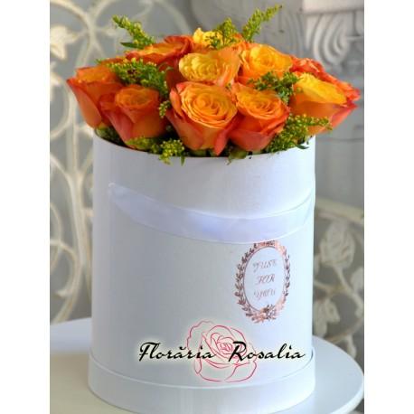 Cutie cu trandafiri galbeni-portocalii