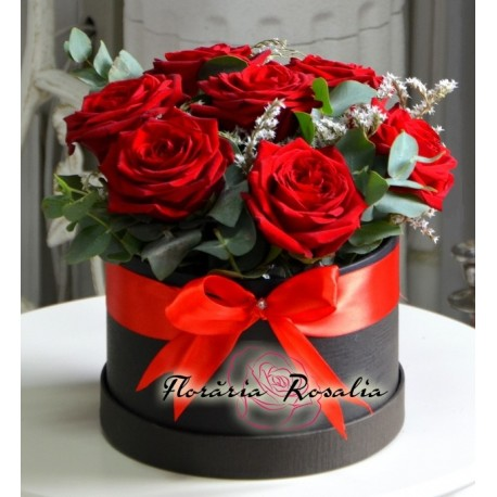 Cutie cu 7 trandafiri rosii