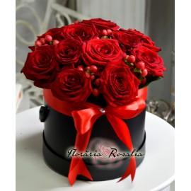 Cutie rotunda cu 11 trandafii rosii