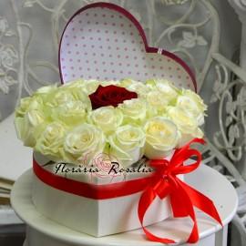 Cutie inima cu 23 trandafiri