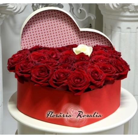 Cutie inima cu 31 trandafiri
