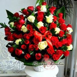 Cos impresionant cu 61 trandafiri