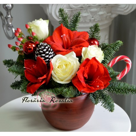 Arajament Craciun cu trandafiri albi si amaryllis