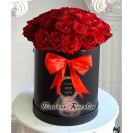 Cutie rotunda cu 25 trandafii rosii