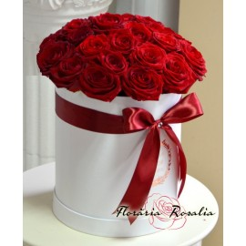 Cutie rotunda cu 23 trandafiri rosii