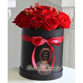 Cutie rotunda cu 17 trandafiri