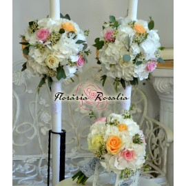 Lumanari cu hortensie alba si wax flowers