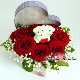 Cutie inima  7 trandafiri si ursuleti