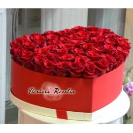 Cutie cu 51 trandafiri rosii