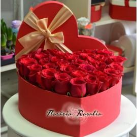 Cutie inima cu 29 trandafiri