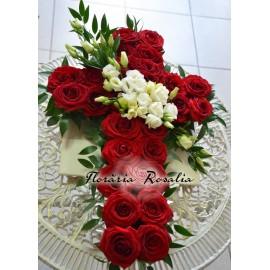 Cruce cu trandafiri rosii